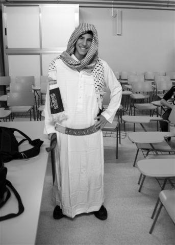 Alumno vestido de saudí